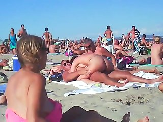 Couple Fucks Forwards Beach - produce a overthrow sexual connection