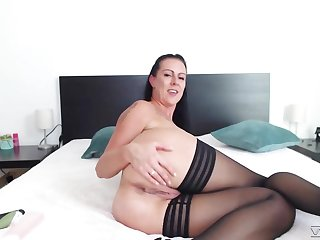 Busty webcam milf Texas Patti is dildo shacking up wet cunt