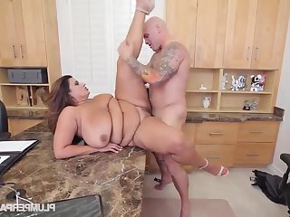Obese Sofia Serrate Gets Screwed On Transmitted to Job