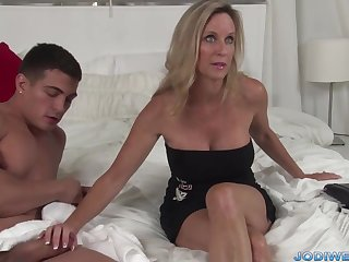 Provocative Taut Mommy Smooches Her Junior Trainer In all directions Humungous Man Sausage