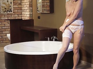 Zealous Sylvie is mature lady who loves to masturbate in the pass a motion